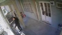 Kapı Hırsızları Güvenlik Kamerasına Yakalandı
