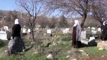 Kazada Hayatını Kaybeden Anne Ve Çocukları Yan Yana Defnedildi