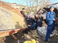Orhaneli'de Traktör Devrildi Açıklaması 2 Yaralı