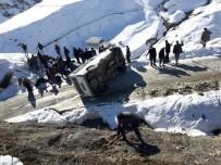 Sason'da Güvenlik Korucularını Taşıyan Araç Takla Attı