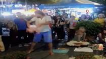 KUALA LUMPUR - Bebekleriyle Sokak Gösterisi Yaban Rus Çifte Malezya'da Gözaltı