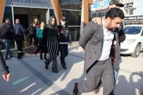 ZİYNET EŞYASI - Bohçacı Kılığında Girdikleri Evlerden 20 Bin TL Vurgun Yapan Çete Çökertildi