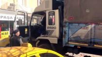 TAKSİ DURAĞI - Kontrolden Çıkan Kamyon Taksi Durağına Girdi