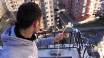 Markete Gitmeye Üşenince Evinin Balkonuna 'Teleferik' Kurdu