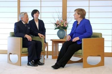 Merkel, Japon İmparatoru ile bir araya geldi