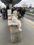 ZINCIRLIKUYU - Metrobüste 'Astronot' şaşkınlığı