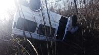 Samsun'da Minibüs Fındık Bahçesine Yuvarlandı Açıklaması 2 Yaralı