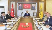 Vali Güzeloğlu, DÜ İstişare Toplantısına Başkanlık Yaptı