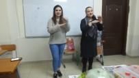 İşitme Engellilere Yardım Etmek İçin İşaret Dili Öğrendiler