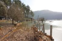 YAĞAN - Antalya'da Baraj Taştı, Yollar Su Altında Kaldı