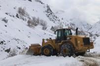 Erzincan'da 101 Köy Yolu Ulaşıma Kapandı
