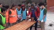 Hurda Sıralar Öğrencilerin Ellerinde Yeniden Hayat Buluyor