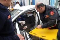 İki Otomobil Çarpıştı Açıklaması  1'İ Bebek 5 Yaralı