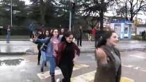 KIRMIZI IŞIK - Yaya Geçidinde Halk Oyunu Oynadılar