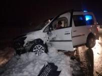 KAĞIT FABRİKASI - Akçadağ'da Feci Kaza Açıklaması 5 Yaralı