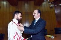 TOKYO - Başkan Altay, Şampiyon Para Tekvandocuyu Ödüllendirdi