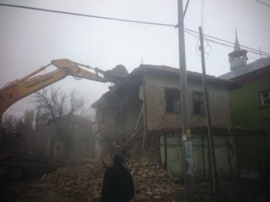 Burdur'da Metruk Binalar Yıkılıyor