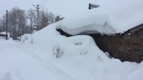 YAĞAN - Karlıova'da Kar Tepeleri, Evlerin Boyuna Ulaştı