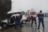Kocaeli'de Öğrenci Servisi Otomobille Çarpıştı Açıklaması 1 Ölü, 9 Yaralı