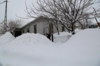 YAĞAN - Tunceli'de Kar Yağışı Ve Tipi 104 Köy Yolunu Ulaşıma Kapattı