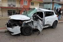 Kamyon İle Otomobil Çarpıştı Açıklaması 1 Ölü, 2 Yaralı