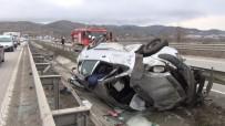 ALI ÇıNAR - Su Kanalına Uçan Otomobildeki 4 Kişi Ölümden Döndü