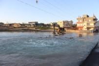 NUSAYBİN BELEDİYE - Nusaybin'de İçme Suyu Şebekesi Patladı