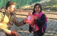 CEYLANPINAR - Oyuncakları Gören Özbek Çocuklar Jandarmanın Yanına Koştu