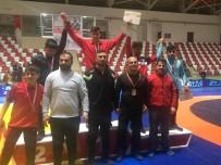 GÜREŞ TAKIMI - Vanlı Güreşçiler 7 Madalyayla Döndüler