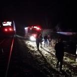 Otomobili İle Trenin Önüne Çıktı, Son Anda Araçtan Atladı