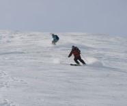 2 Bin 500 Rakımlı Akdağ'da İlk Kayak