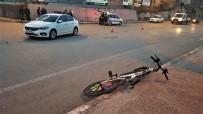 Bisikleti İle Otomobile Çarpan Kız Yaralandı