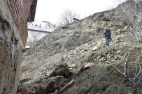 Gümüşhane'de Dağdan Kopan Kayalar Evin Üzerine Yuvarlandı
