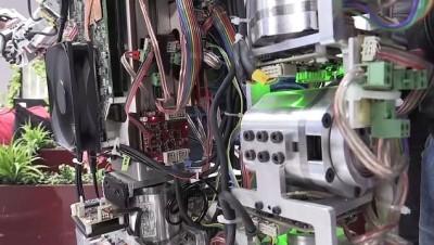 İnsansı Robot 'Akıncı-4'Ün Hareket Yeteneği Arttırıldı