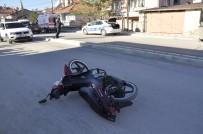 Motosiklet Sürücüsünün Kazada Dili Boğazına Kaçtı
