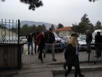 Hastane Bahçesinde Uyuşturucu Pazarlığına Polis Baskını