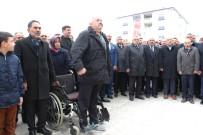 İstiklal Marşına Saygı Tekerlekli Sandalyeden Ayağa Kaldırdı