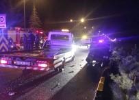 Minibüs Yol Kenarındaki Otomobillere Çarptı Açıklaması 21 Yaralı