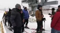 'Okul Her Yerdedir' Deyip Derslerini Kayak Merkezinde İşliyorlar