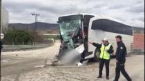 Amasya'da Yolcu Otobüsü İle Kamyon Çarpıştı Açıklaması 15 Yaralı