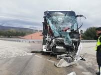 Amasya'da Yolcu Otobüsü İle Kamyon Çarpıştı