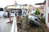 Bahçeye Uçan Otomobil Sürücüsü Yaralandı