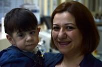 FITIK AMELİYATI - Demir Bebek Hayata Tutundu