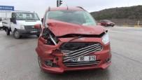 Kırmızı Işıkta Duramayan Sürücü Zincirleme Kazaya Yol Açtı Açıklaması 2 Yaralı