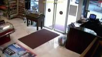 ALKOLLÜ İÇECEK - Marketten İçki Çalan Şüpheli Kamerada