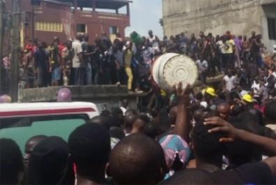 Nijerya'da 100'den fazla kişi enkaz altında kaldı