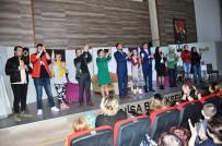 TİYATRO OYUNU - Sarıgöllü Tiyatrocular Alaşehir'de Sahne Aldı