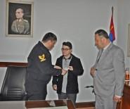 Aldığı Ödülü Mehmetçik Vakfına Bağışladı