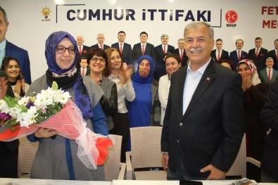 Gençlerden Dr Mehmet Nil Hıdır 'A Sürpriz Kutlama