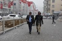 Hakkari'de Lapa Lapa Kar Yağışı
